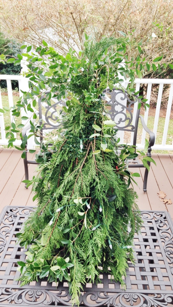 A DIY Christmas Tree using a wire tomato cage